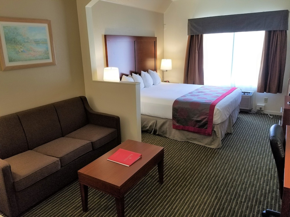 Ramada by Wyndham Bakersfield North