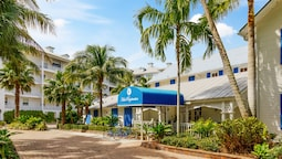 Olde Marco Island Inn and Suites