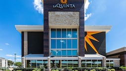 La Quinta Inn & Suites by Wyndham Dallas I-35 Walnut Hill Ln