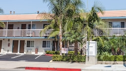Travelodge by Wyndham Fullerton Near Anaheim
