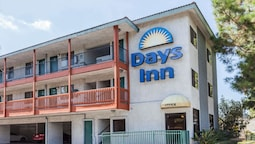 Days Inn by Wyndham Anaheim West