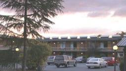 Red Cedars Motel