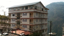 Hotel Mayal Retreat