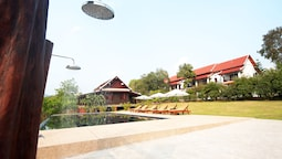 Nam Ou Riverside Hotel & Resort