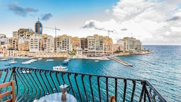 Spinola Bay Mansion Seafront Apartment
