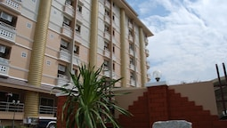 OYO 827 Preechana Golden Place Service Apartment