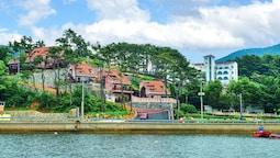 Tongyeong Beach Castle Hotel