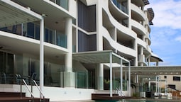Waters Edge Apartments Cairns