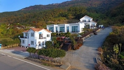 Namhae Bluemare Pension