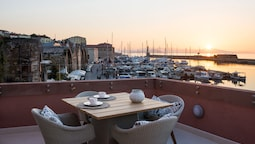 Avra Apartments Venetian Harbour