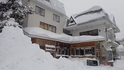 Hakuba Cortina Backpackers - Hostel