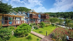 Hoengseong Rose of Sharon Pension