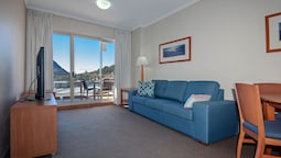 Barrington, 713/35-45 Shoal Bay Road