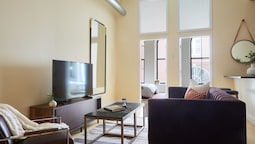 Bold 2BR in Downtown Crossing by Sonder