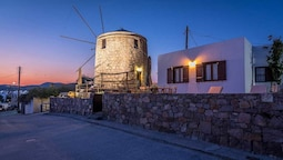 The Windmill Adamas Sea View