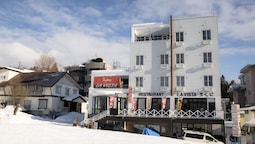 La Vista Hotel - Stay on the Slopes