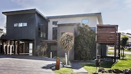 Ned Kelly's Retreat - Sophisticated style with modern convenience and