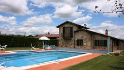 Beautiful Private Villa With Private Pool, Wifi, TV, Pets Allowed and