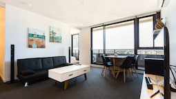 SANTERI, 2BDR Melbourne Apartment