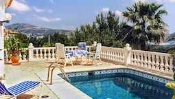 Gorgeous Villa on the Costa Blanca With 3 Bedrooms, Garden, Private Po