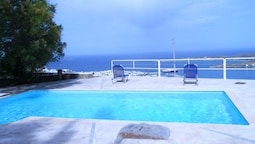 Villa With one Bedroom in Paros, With Wonderful sea View, Shared Pool,