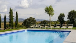 Mansion With 12 Bedrooms in Cortona, With Wonderful Mountain View, Pri