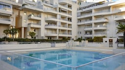 Apartment With one Bedroom in Fréjus, With Wonderful City View, Shared