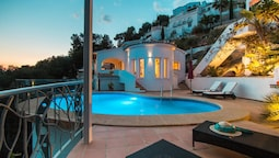 A Beautiful, 3 Bedroom Villa in Moraira With a Pool, Wifi and Views of