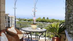 Apartment With 2 Bedrooms in Piano di Sorrento, With Wonderful sea Vie
