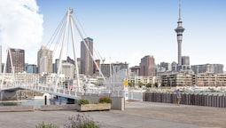 Waterfront Apt Viaduct Harbour - by Urban Butler