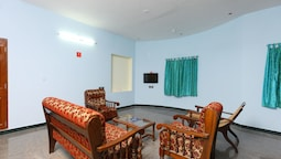 OYO 10910 Home Spacious 4BHK Near Paradise Beach