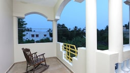 OYO 10910 Home Green View 4BHK Paradise Beach