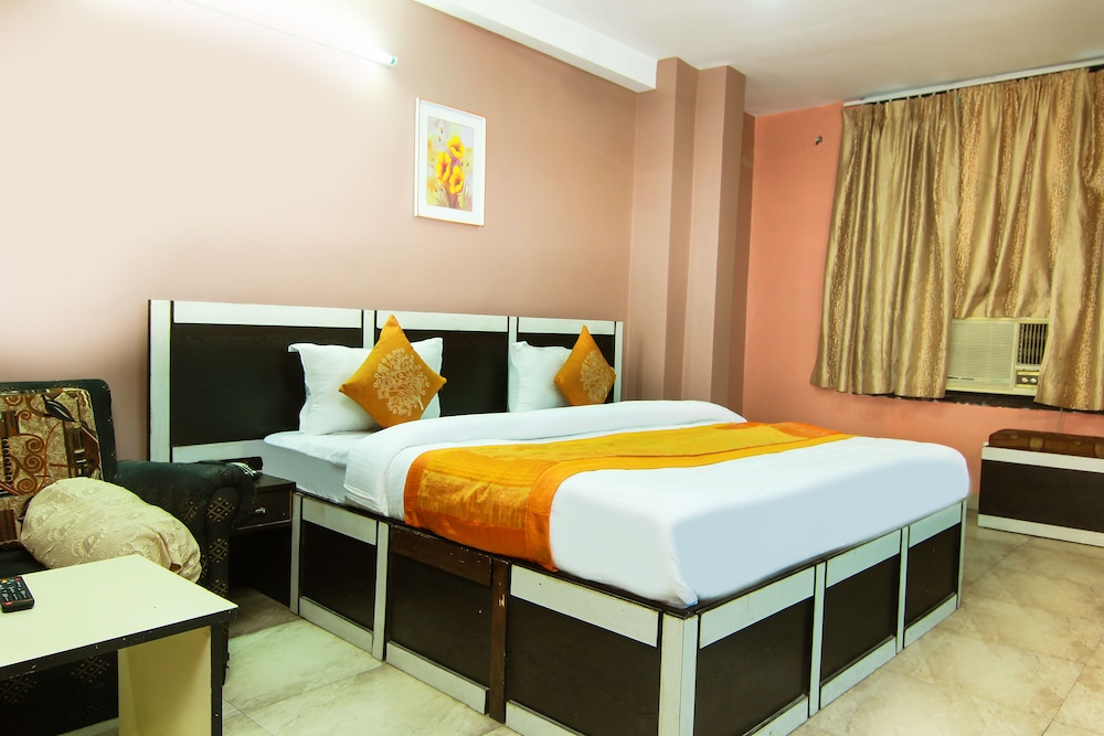 OYO 9307 Home Stay Hotel Nirmal Palace