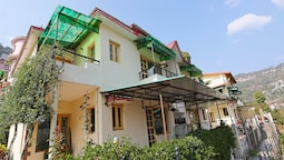 OYO 10817 Home Hill View 2BHK Villa Sattal