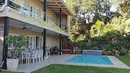 Umhlanga Lodge - Adults Only