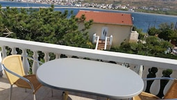 Apartment With 2 Bedrooms in Pag, With Wonderful sea View, Enclosed Ga