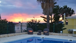 Studio in Estói, With Wonderful sea View, Shared Pool, Enclosed Garden
