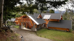 Amazing 4 Bedroom Chalet Villa Traful VT1
