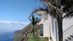House With 3 Bedrooms in Fajã da Ovelha, With Wonderful sea View, Encl