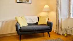 2 Bedroom Stockbridge Flat