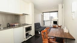 2 Beds 1 Bath beside QV Melbourne