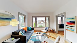 Sunny 2br In Queen Anne , Prime Seattle Location 2 Bedroom Duplex