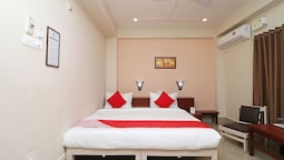 OYO 7933 Hotel Trimurty International