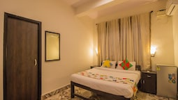 OYO 12041 Home Bright Studio Candolim Beach