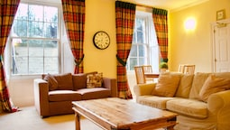 2 Bedroom Flat In Newtown, Edinburgh