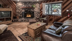 Caudle - Three Bedroom Cabin