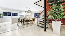 Broadbeach Waters House - We Accommodate