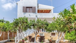 Charming Agia Pelagia Green House
