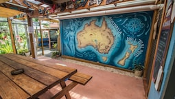 Ozzie Pozzie Backpackers - YHA