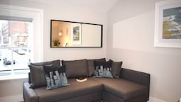 1 Bedroom Apartment Next To The Grand Canal